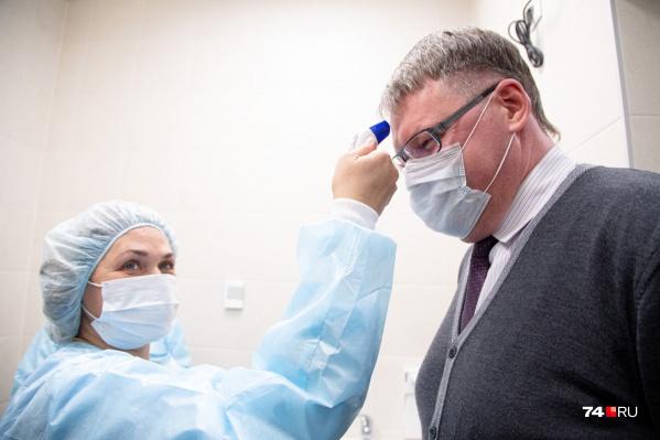 Проверки на коронавирус для многих челябинцев начинаются уже в аэропорту
