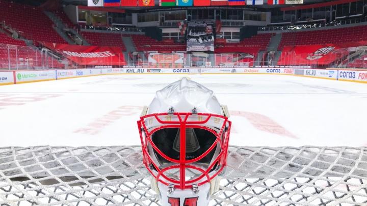 На новом шлеме голкипера «Авангарда» будет надпись: «Во имя Господа»