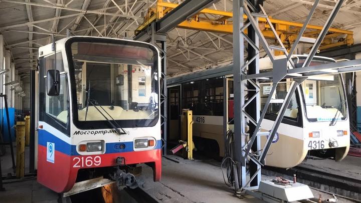 Герб Москвы и песочница: смотрим, как выглядят столичные трамваи снаружи и изнутри