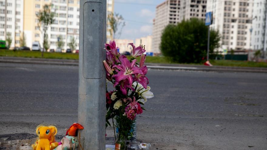 Водителя автокрана, сбившего насмерть девочку в Тюмени, пока оставили на свободе