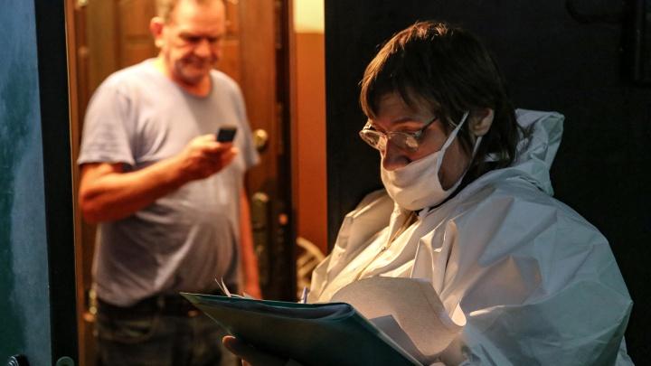Волгоградских учителей в разгар эпидемии заставили разносить маски по домам пенсионеров