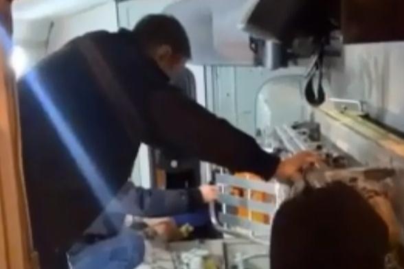 Скорая перевозила пациентку из Полетаево в областную больницу