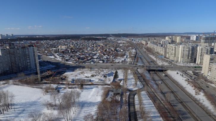 По Ново-Московскому тракту можно быстро выехать за город или добраться до нескольких торговых центров