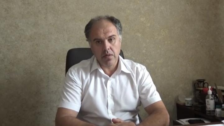 Десятки медиков заболели COVID-19, ситуация критическая: главврач ЦГБ Азова записал видеообращение