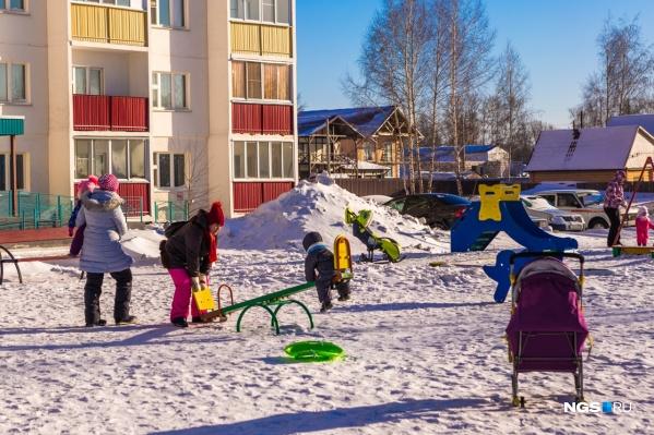 Президентские выплаты в размере пяти тысяч рублей перед Новым годом полагаются детям до семи лет