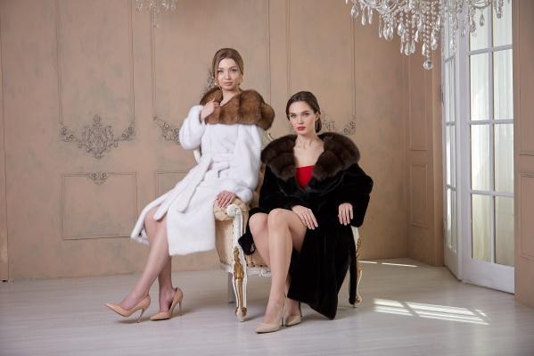Модницы знают, что о своем зимнем гардеробе лучше позаботиться летом — так больше шансов приобрести прелестную шубку с хорошей скидкой