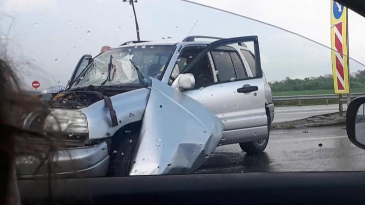 На Советском шоссе иномарка врезалась в пассажирский автобус
