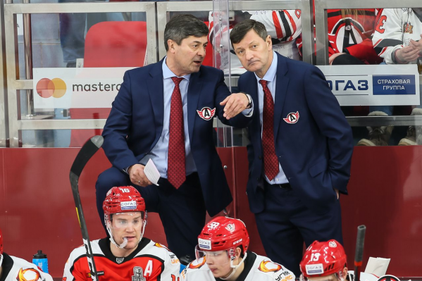 Константин Шафранов (на фото справа) два года тренировал игру в большинстве в «Автомобилисте»