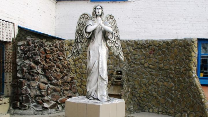 В ИК-9 установили статую ангела, которую сделали осужденные