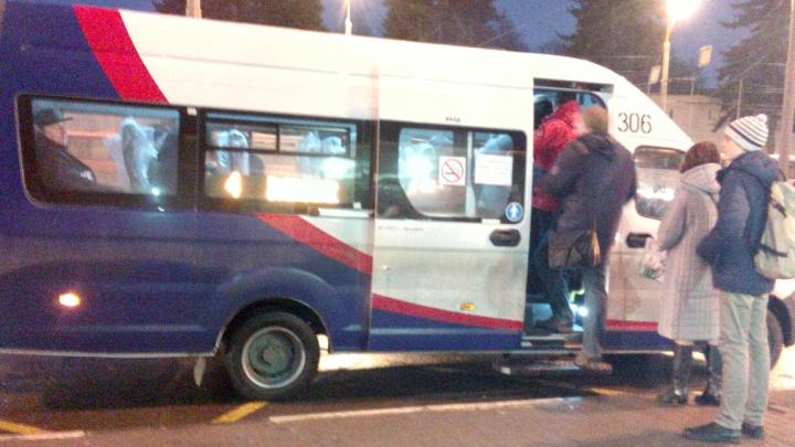 В Ярославле на автобусный маршрут вывели маленькие маршрутки. Что ответили в ПАТП