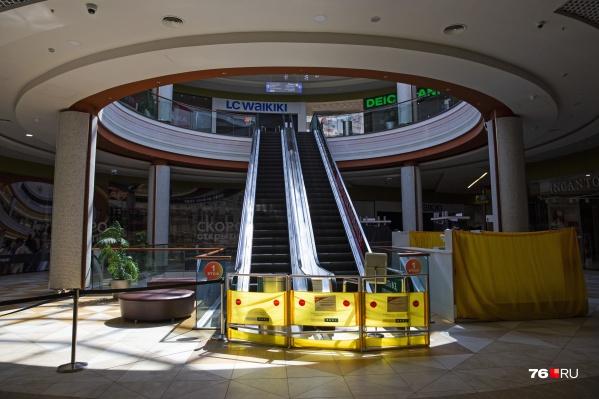 В «Ауре» работает минимум магазинов и большинство эскалаторов перекрыты