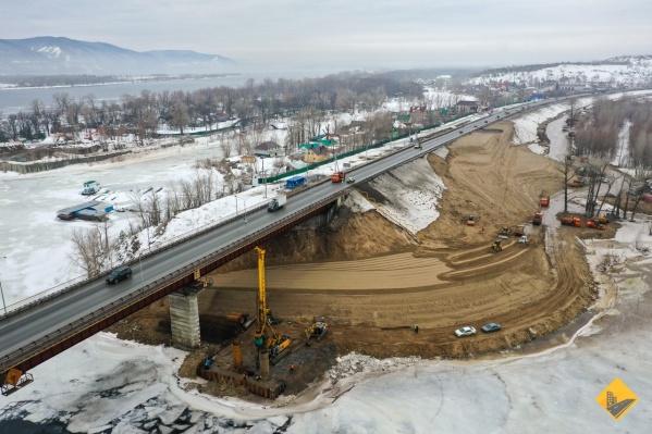 Мост обещают достроить в 2022 году