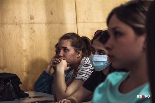 Очники в Самарском университете учатся в смешанной форме: пары, где одновременно должны присутствовать больше 25 студентов, проходят дистанционно, а все остальные — очно