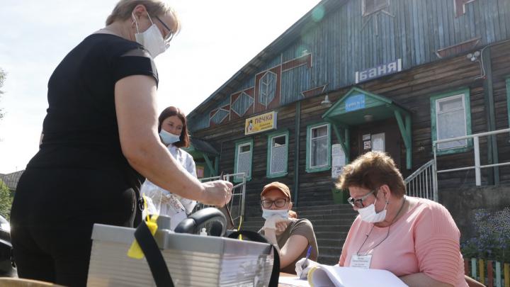 У бани и в бывшем Дворце пионеров: как в Архангельске голосуют по поправкам в Конституцию