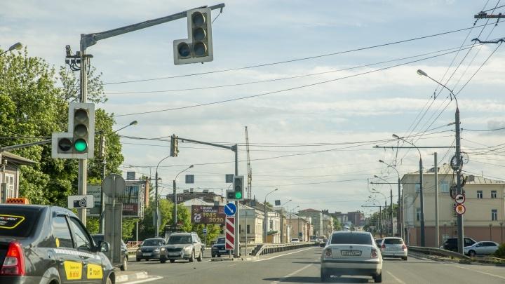 В Ярославле из-за дыры в асфальте частично перекроют Московский проспект