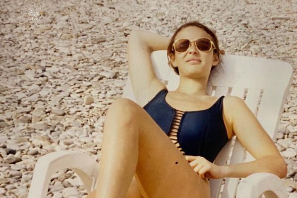 18-летняя Алена в тех самыхзолотых очках Cartier, которые ей подарил сын влиятельного тюменца