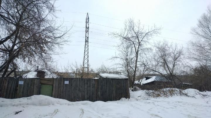 Энергетики предупредили зауральцев о смертельно опасных «электрических лужах»