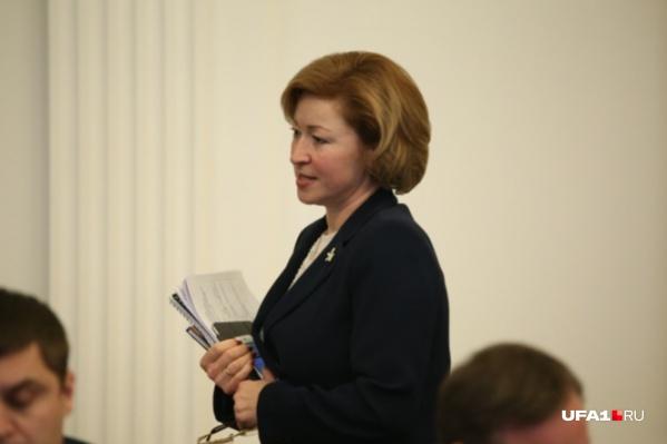 Ленара Иванова рассказала о том, что прорабатывается возможность поддержки семей с детьми не только с материальной стороны