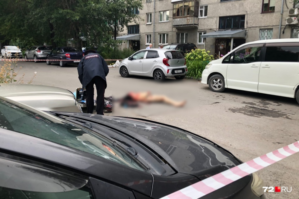Местные жители увидели тело девушки ранним утром