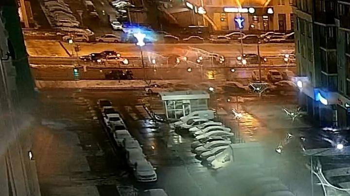 Подрезали, брызнули в лицо из перцового баллончика: нападение на водителя в Академическом попало на видео