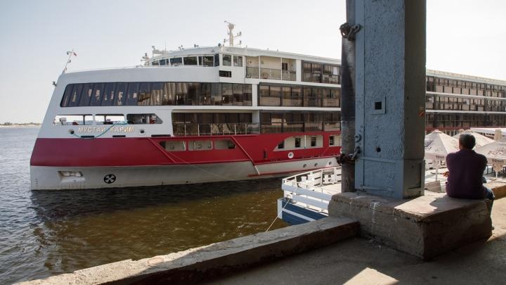 «На борту в основном пенсионеры»: в Волгоград пришел новейший российский круизный лайнер
