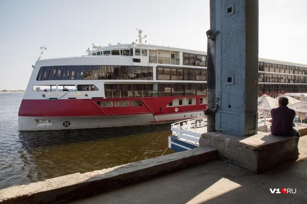 Новейший российский теплоход ошвартовался у причала Волгоградского речного порта