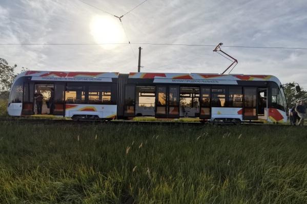 Трамвай запечатлел сегодня один из наших читателей на конечной ЧМК. Обкатка началась на маршруте № 3