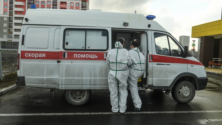 В Екатеринбурге у врача скорой помощи подтвердили коронавирус