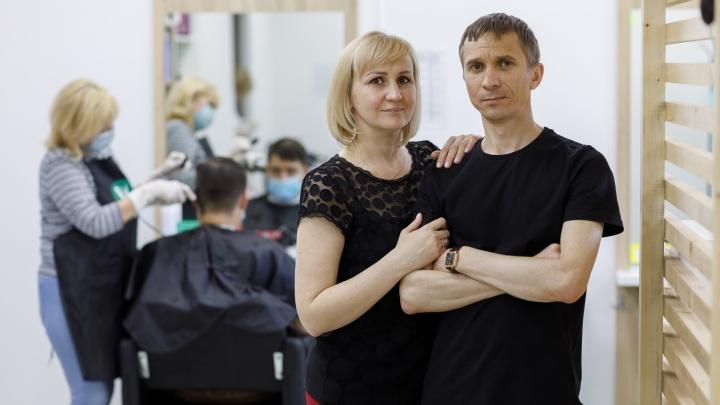 «Мы думали, что парикмахерским не страшен кризис»: семья из Волгограда продала все ради своего дела