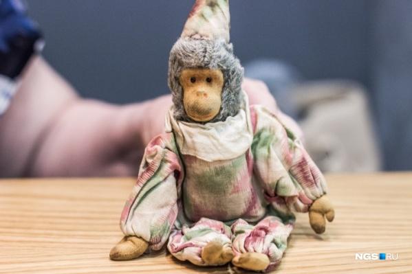 Оригинальную тряпичную обезьянку хранит у себя третья жена Юрия Магалифа