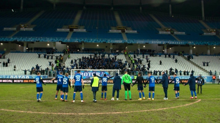 «Такое чувство, что на стадионе было 10 тысяч»: на последнем в году матче «Ротора» пересчитали всех болельщиков
