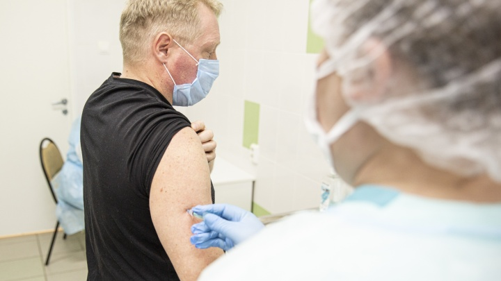 Жизнь после прививки: добровольцы, испытавшие российскую вакцину от COVID-19, сдали анализы