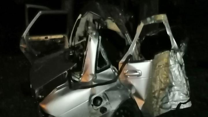 Трое друзей разбились в Башкирии, влетев на «Приоре» в дерево
