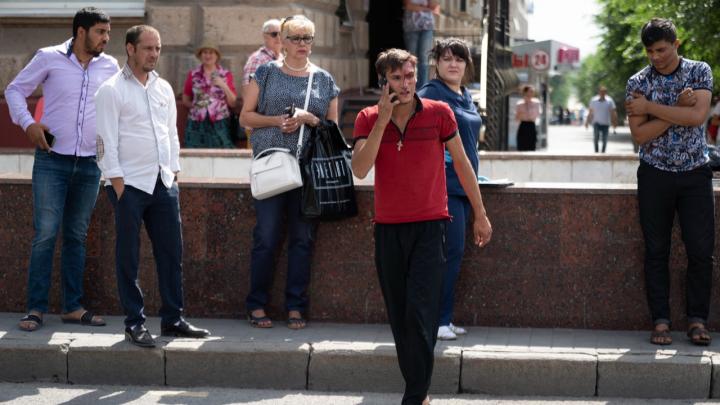 «Вижу, девушка летит. Всю переломало её»: водитель и очевидцы рассказали о столкновении в центре Волгограда