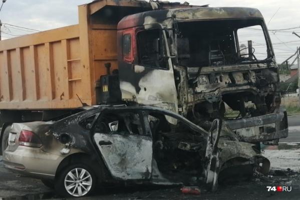 Машины после столкновения загорелись, погибли три человека
