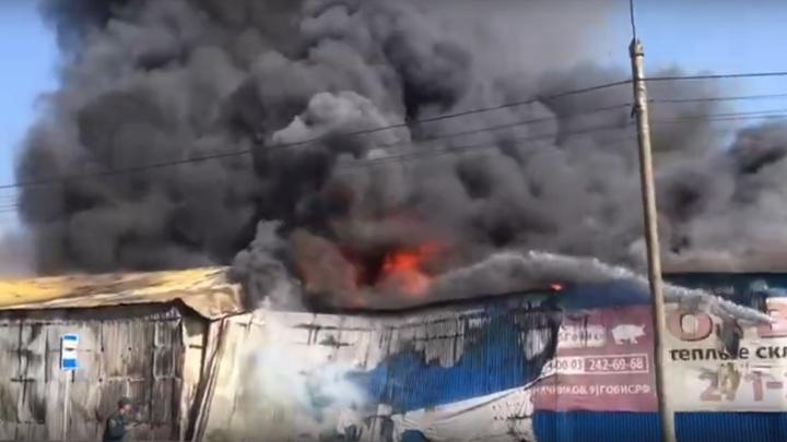 «Пожар высокого ранга»: на Пограничников горит огромный продуктовый склад