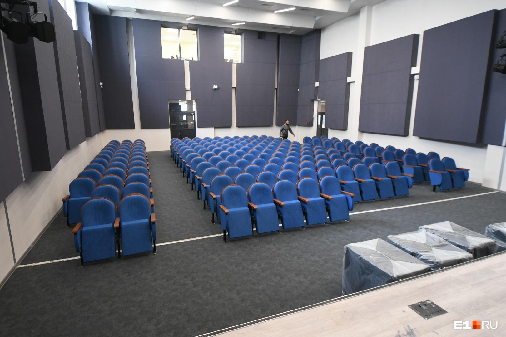 Актовый зал в новой пристройке