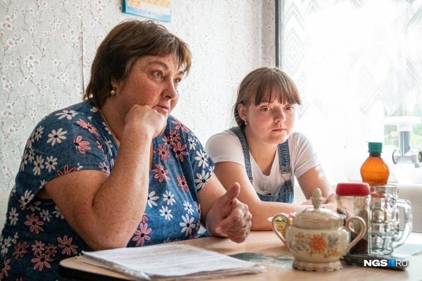 Так вышло, что Ольга Чипенко (слева) взяла шефство над сиротой Марией Степановой