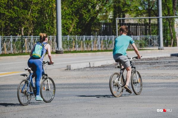 Весной на улицах Перми много велосипедистов