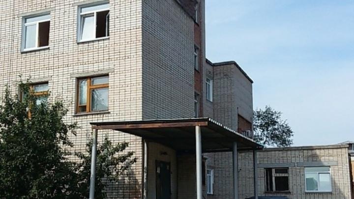 В больнице под Челябинском пришёл в сознание 15-летний юноша, которого ударил ножом отчим подруги
