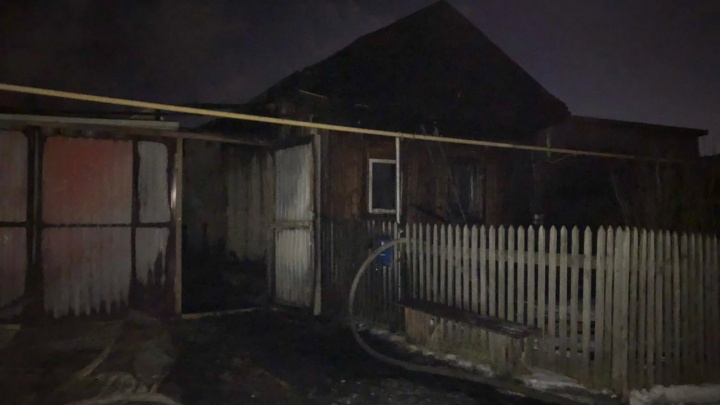 В доме жила парализованная бабушка. В Полевском во время пожара погибли три человека