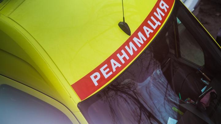 В Октябрьском районе легковой автомобиль сбил двух пешеходов