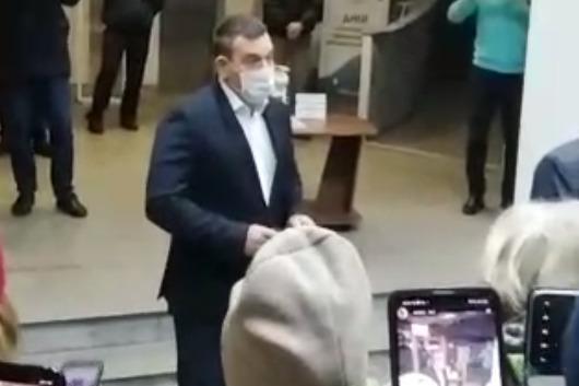 «Никакой отставки не будет»: Кузнецов всё же вышел к протестующим в мэрии новокузнечанам