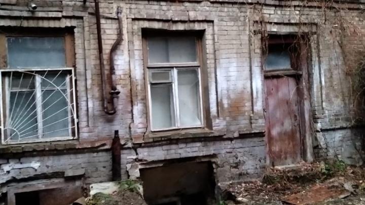 В Ростове две пенсионерки провалились в подвал многоэтажки из собственной квартиры