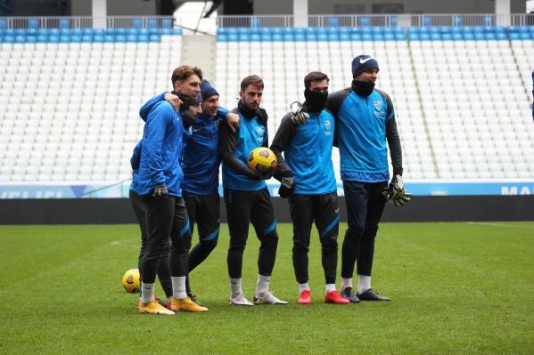 Сегодня футболисты улетают в Москву