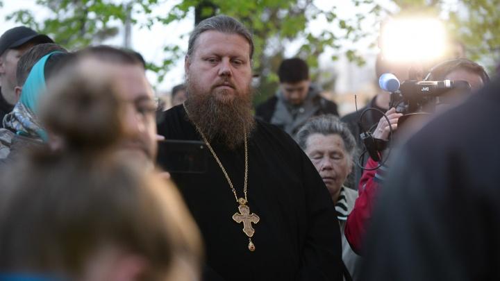 Максим Миняйло рассказывает об отлучении Сергия от церкви: прямой эфир