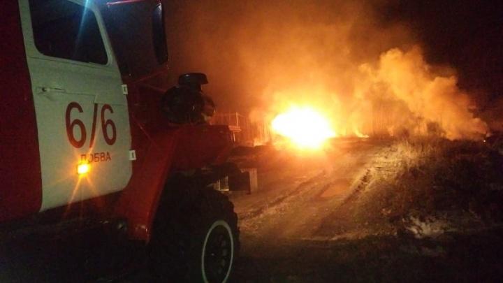 Пожарные ликвидировали последствия взрыва на газопроводе под Серовом