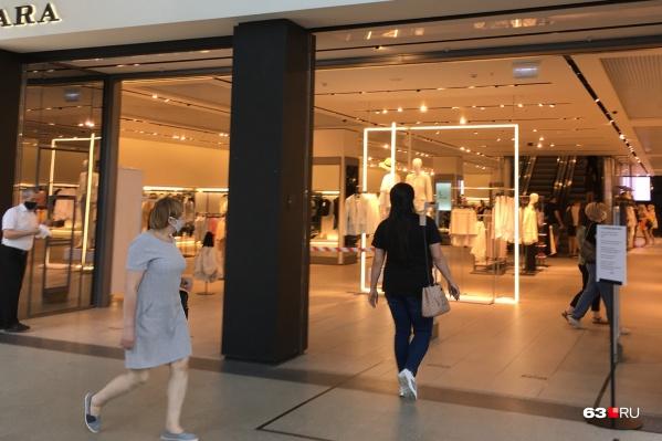 Сейчас в торговых центрах работают не все магазины