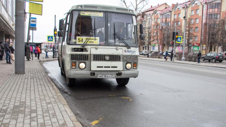 Терминалы для банковских карт станут обязательными в автобусах в Архангельской области