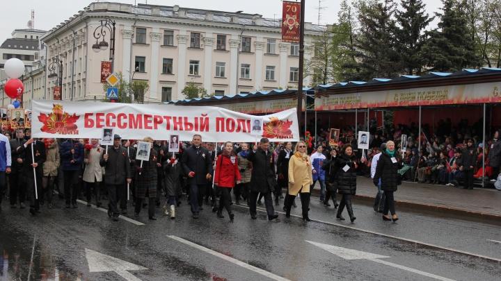 Свеча в окне и фотографии фронтовиков в машинах: тюменцы готовятся отмечать 9 Мая без парада Победы